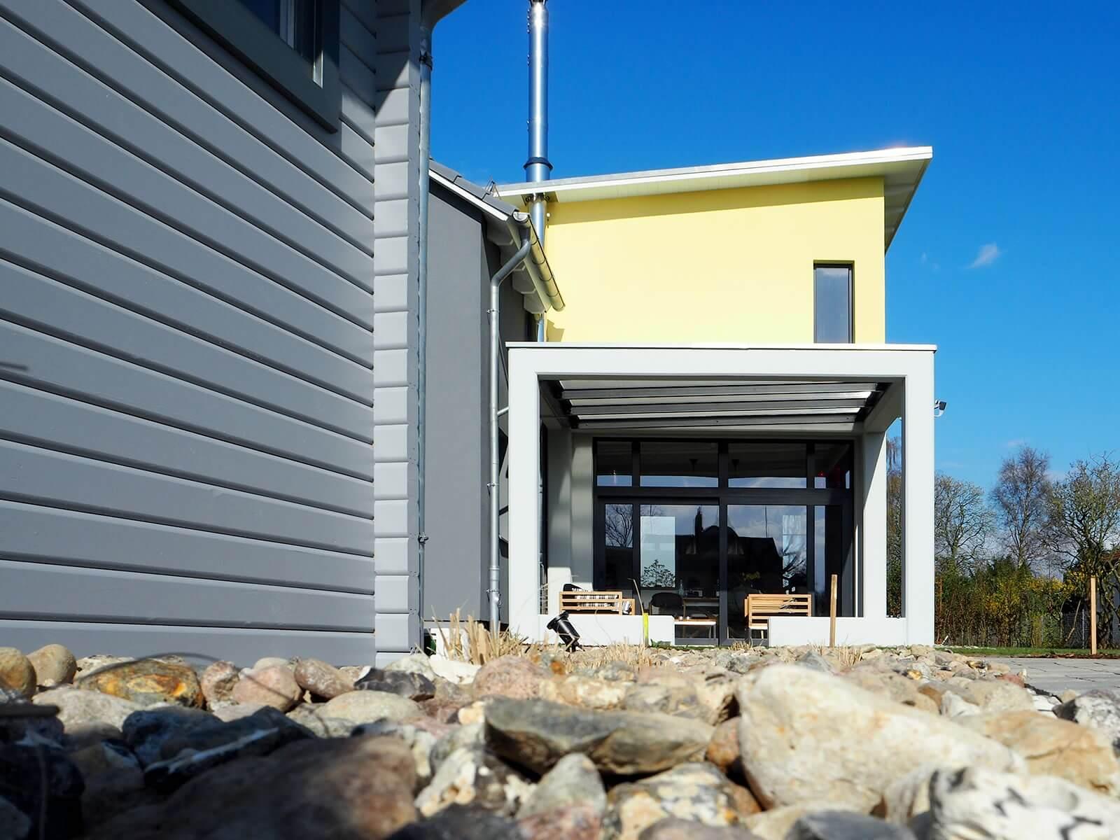 berdachte terrasse und sonnige fr hst cksterrasse wiesenart zingst. Black Bedroom Furniture Sets. Home Design Ideas
