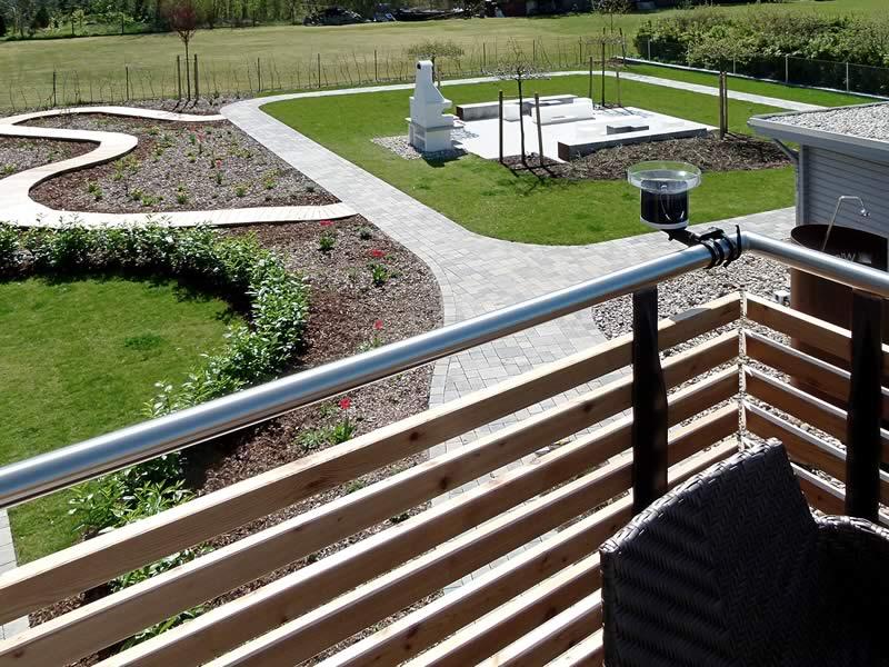 Balkone und eigene, überdachte Terrasse im Garten – WIesenART Zingst